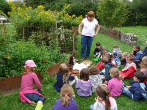 Atelier-3-6-ans-Eveil-des-sens-au-jardin-(3)