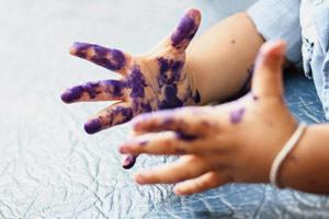 atelier-main-peinture